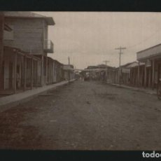 Fotografía antigua: POSTAL FOTOGRÁFICA POSIBLEMNETE DE UN PUEBLO FRONTERIZO ENTRE MEXICO Y LOS ESTADOS UNIDOS.. Lote 105938143
