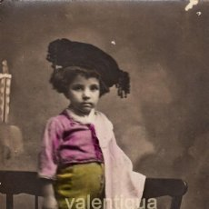 Fotografía antigua: PRECIOSA FOTOGRAFÍA. TARJETA POSTAL COLOREADA. NIÑA VESTIDA DE TORERA. AÑOS 10-20. CC. Lote 105974195
