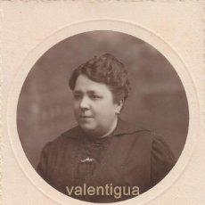 Fotografía antigua: BONITA FOTOGRAFÍA. TARJETA POSTAL. RETRATO DE MUJER. NIEPCE, FONTANELLA 22, BARCELONA. 1921.. Lote 106557687
