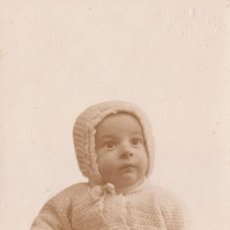 Fotografía antigua: PRECIOSA FOTOGRAFÍA. BEBÉ CON GORRITO. FOTO SANCHIS, ALCOY, ALICANTE. AÑOS 20-30.. Lote 107872923