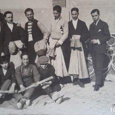 Fotografía antigua: CUADRILLA TAURINA. BARCELONA, FINALES AÑOS 20. FOTOGRAFIA ORIGINAL M. TORMO. Lote 108701663