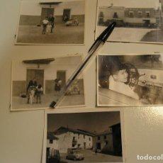 Fotografía antigua: ANTIGUA FOTO FOTOGRAFIA COCHE MOTO VESPA 600 LOTE DE 5 FOTOS (17). Lote 109698619