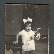 Fotografía antigua: NIÑA. F: DAGUERRE. BCN. C. 1920. Lote 109989075