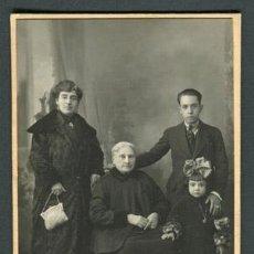 Fotografía antigua: GRUPO FAMILIAR. CURIOSA IMAGEN. F: A. DARBLADE. ALICANTE. TORREVIEJA. C. 1910. Lote 110299183