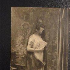 Old photograph - ANTIGUA FOTO POSTAL DE CHICA CON ABANICO Y MANTILLA.FOTO BARRERA.SEVILLA AÑOS 20 - 110754435