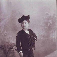 Fotografía antigua: POSTAL: NIÑO VESTIDO DE BANDOLERO. FOT. DE LA VIUDA DE OLIVÁN, SALAMANCA. Lote 110962515