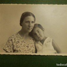 Fotografía antigua: FOTOGRAFÍA - FOTOGRAFIA POSTAL DE MADRE E HIJA - AÑO 1934. Lote 111407939