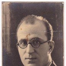 Fotografía antigua: FOTO POSTAL SEÑOR. FOTÓGRAFO J. VANDEL. PUERTA DEL SOL. MADRID. ESCRITA EN 1928.. Lote 111420895