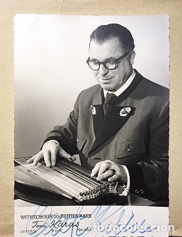 RETRATO DE ANTON KARAS CON AUTÓGRAFO (CINE. KARAS, AUTOR DE LA MÚSICA DE EL TERCER HOMBRE (Fotografía Antigua - Tarjeta Postal)
