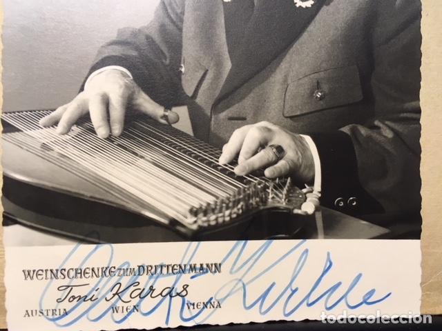 Fotografía antigua: Retrato de Anton Karas con autógrafo (Cine. Karas, autor de la música de El tercer hombre - Foto 2 - 113395855