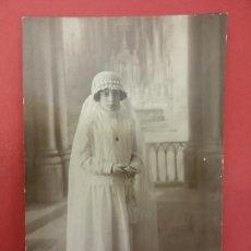 Fotografía antigua: NIÑA DE COMUNIÓN. FOTO 14 X 9 CTMS. ESTUDIO CASAS. ARGENT, 18. IGUALADA. AÑOS 1900. Lote 113593667