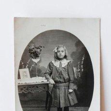 Fotografía antigua: NIÑA CON LAZO BLANCO EN LA CABEZA. Lote 116649111