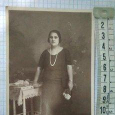 Fotografía antigua: FOTO-FOTOGRAFIA 1920 MUJER SEVILLANA DE CLASE ALTA POSANDO FOTOGRAFIA AÑOS 20. Lote 116786236