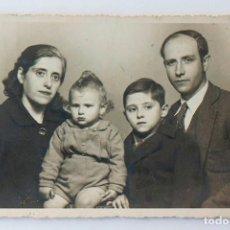 Fotografía antigua: MATRIMONIO CON HIJOS, VALENCIA AÑOS 40. FOTO VERA. VALENCIA AÑOS 40. Lote 116851827