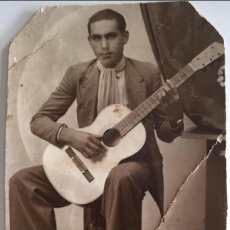 Fotografía antigua: FOTOGRAFÍA MONTORO SAGUNTO HOMBRE CON GUITARRA CARTÓN CIRCA 1920. Lote 118060271