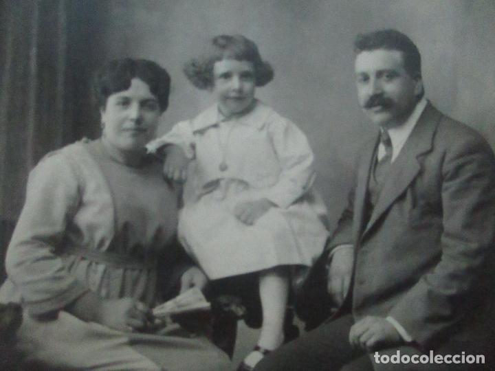 Fotografía antigua: Tarjeta Postal - Foto Familiar - Fotógrafo Mariné - Principios S. XX - Foto 2 - 120992051