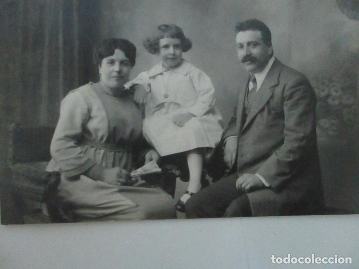 Fotografía antigua: Tarjeta Postal - Foto Familiar - Fotógrafo Mariné - Principios S. XX - Foto 4 - 120992051