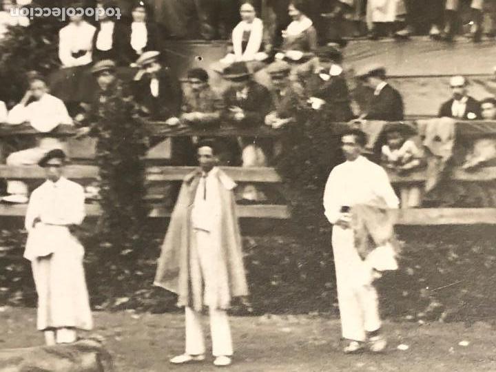 Fotografía antigua: CORRIDA toros EN UN PUEBLO ENCIERRO MATADOR PUBLICO EN CASAS PPIO S XX VER FOTOS - Foto 3 - 121174919