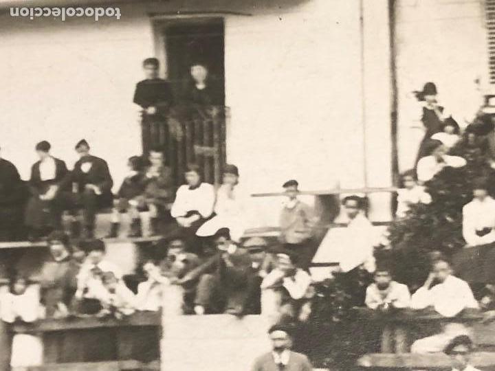 Fotografía antigua: CORRIDA toros EN UN PUEBLO ENCIERRO MATADOR PUBLICO EN CASAS PPIO S XX VER FOTOS - Foto 5 - 121174919