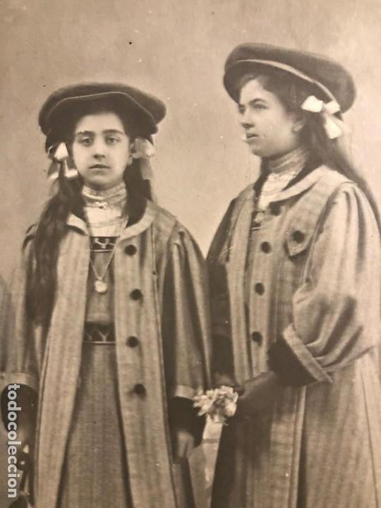 Fotografía antigua: FOTOGRAFÍA ANTIGUA PAREJA DE HERMANAS ANTONIA CARMEN DEDICATORIA ÚBEDA 1908 - Foto 2 - 121199371
