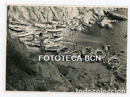 FOTO ORIGINAL TOSSA DE MAR CALA BARCAS DE PESCADORES AÑO 1956 (Fotografía Antigua - Tarjeta Postal)