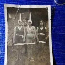 Fotografía antigua: ANTIGUA FOTOGRAFÍA POSTAL. CHICAS EN TRAJE DE BAÑO. FOTO.. Lote 122279571
