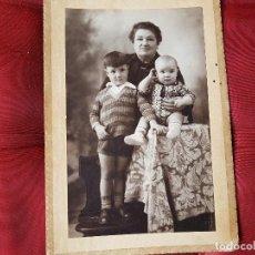 Fotografía antigua: MADRE CON HIJOS 1928. Lote 122383103