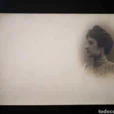 Alte Fotografie - Retrato mujer joven peinado alto vestido con adornos no inscrita no circulada - 123292964