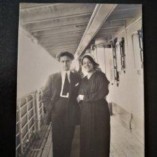 Alte Fotografie - Hombre y mujer en cubierta del barco italiano Príncipe Umberto no inscrita no circulada - 123293748