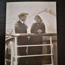 Alte Fotografie - Hombre y mujer en cubierta del barco italiano Príncipe Umberto no inscrita no circulada - 123293854