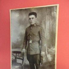 Fotografía antigua: MUY ANTIGUA FOTO SOLDADO ARTILLERIA EN FORMATO POSTAL. FOT. DEL CARMEN. ZARAGOZA. Lote 127435991