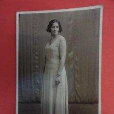 Fotografía antigua: MUY ANTIGUA FOTO ELEGANTE DAMA EN FORMATO POSTAL. FOT. NYSSEN. BARCELONA. Lote 127436047