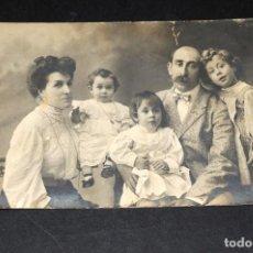 Alte Fotografie - Antigua tarjeta postal estudio MARINE. Barcelona. Familia completa 31 - 128620879
