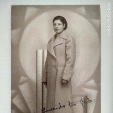 Fotografía antigua: FOTOGRAFIA POSTAL, SEÑORITA POSANDO, AÑO 1936, ESCRITA, FOTOGRAFO MENDOZA, MADRID. Lote 128927935