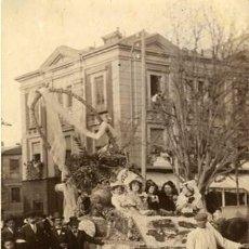 Fotografía antigua: MURCIA. CARROZA PARTICIPANTE EN LA BATALLA DE FLORES DE 1913. IDENTIFICACIÓN POR EL DORSO. Lote 130129895