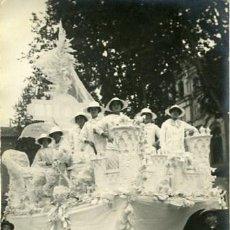 Fotografía antigua: MURCIA. CARROZA DEL 'COSO BLANCO' PARTICIPANTE EN LA BATALLA DE FLORES DE 1913. . Lote 130130207