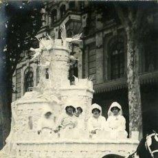 Fotografía antigua: MURCIA. CARROZA DEL 'COSO BLANCO' PARTICIPANTE EN LA BATALLA DE FLORES DE 1913. . Lote 130130255