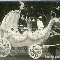 Fotografía antigua: MURCIA. CARROZA DEL 'COSO BLANCO' PARTICIPANTE EN LA BATALLA DE FLORES DE 1913. . Lote 130130451