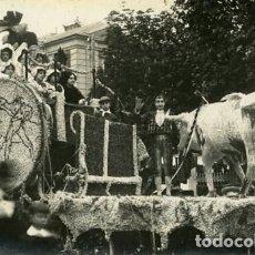 Fotografía antigua: MURCIA. CARROZA PARTICIPANTE EN LA BATALLA DE FLORES DE 1913. . Lote 130130499