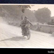 Fotografía antigua: FOTOGRAFÍA ANTIGUA - TARJETA POSTAL SIN CIRCULAR - CARRERAS MOTOS - FOTO: MATEO. Lote 130556762