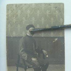 Fotografía antigua: FOTO DE ESTUDIO DE UN MILITAR DE CABALLERIA, HUSAR CON CORDON. ALICANTE , 1912. Lote 133494538