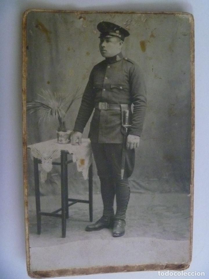 FOTO DE ESTUDIO DE MILITAR DE INFANTERIA DE MARINA . DE RICARDO HERNANDEZ, CARTAGENA , AÑOS 20 (Fotografía Antigua - Tarjeta Postal)