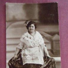 Fotografía antigua: MURCIA.FOTO MATEO HERMANOS.SRTA CON PRECIOSA INDUMENTARIA, FECHADA 1923.. Lote 133675706