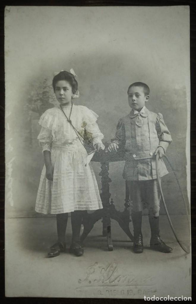 Fotografía antigua: J. Alonso fotógrafo 13,5x8,5 cm Niño y niña primera comunión Hula hoop - Foto 2 - 134749650