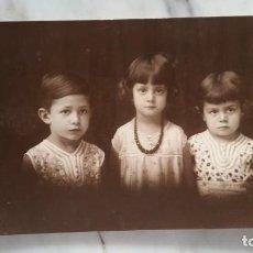 Fotografía antigua: TARJETA POSTAL DE 3 NIÑOS. Lote 135367294