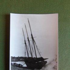 Fotografía antigua: FOTOGRAFÍA, TARJETA POSTAL. FOTO RECUERDO. DE FOTO ANTIGUA BARCO DE VELA. PALAMOS 4 JANER 1919. Lote 135585874