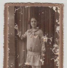 Fotografía antigua: ANTIGUA FOTOGRAFÍA, TARJETA POSTAL, IBAÑEZ, GANDIA, VALENCIA, NIÑA CON TRAJE. Lote 135731347