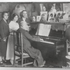 Old photograph - 1923 FOTO POSTAL COSTUMBRISTA TOCANDO EL PIANO - 135796262