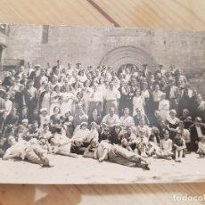 Fotografía antigua: ANTIGUA FOTOGRAFÍA TARJETA POSTAL VALLVE GRUPO ABADÍA MONASTERIO DE SANTES CREUS TARRAGONA. Lote 136019922
