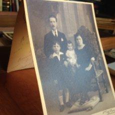 Fotografía antigua: ANTIGUA POSTAL FAMILIAR 1926. Lote 137568318